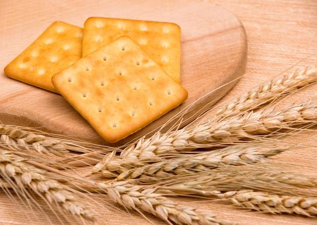 Cookies dietéticos e espigas de trigo