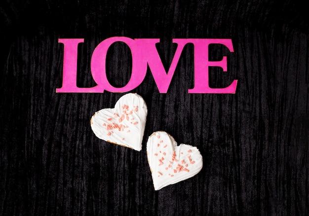 Cookies em forma de coração - rosa inscrição amor