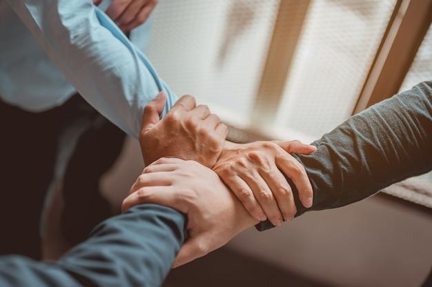 Coordenação de mãos. negócio, trabalho em equipe, sucesso, trabalho, conceito de sucesso.