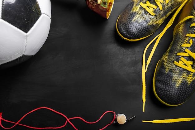 Copa do troféu e bola de futebol