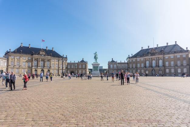 Copenhaga, dinamarca - 23 de agosto de 2017: amalienborg é uma casa da família real dinamarquesa e um monumento do rei frederico v