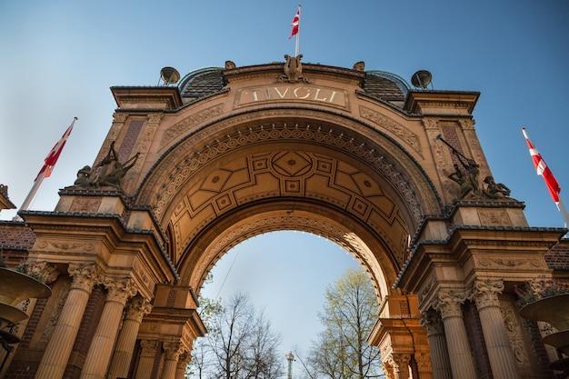 Copenhagen dinamarca o portão de entrada dos jardins de tivoli