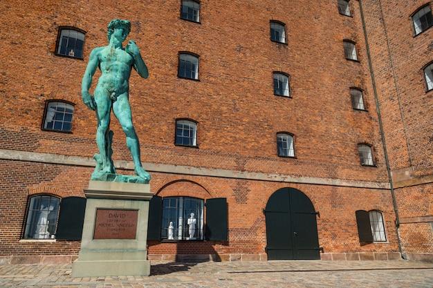 Copenhague, dinamarca. réplica da estátua de david de michelangelo.