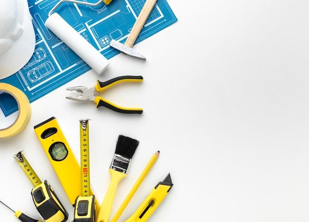 Cópia azul e ferramentas com espaço da cópia