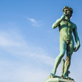 Cópia do david de michelangelo na piazzale michelangelo, florença, itália