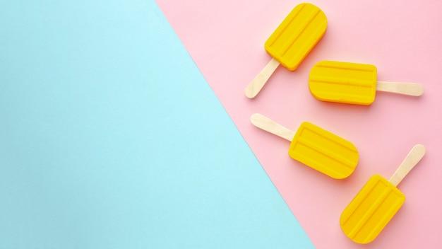 Cópia-espaço com sorvete