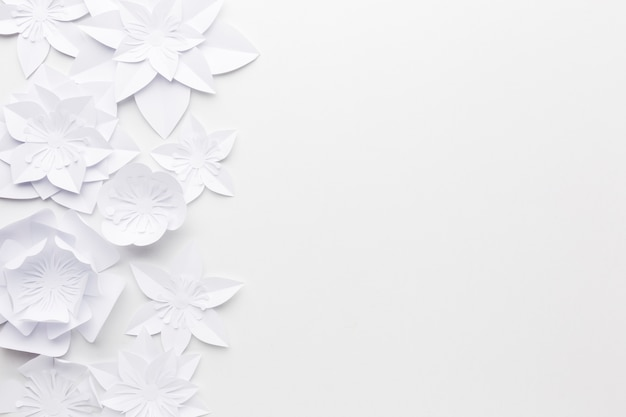 Cópia-espaço enfeites de flores de papel