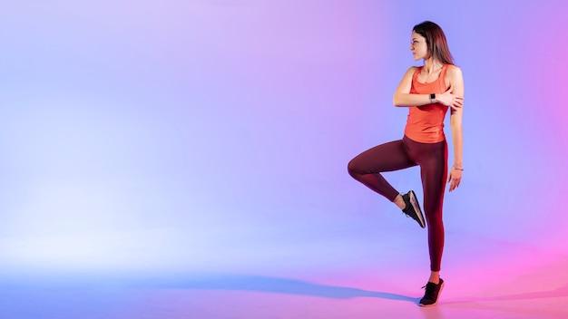 Cópia-espaço mulher treinamento