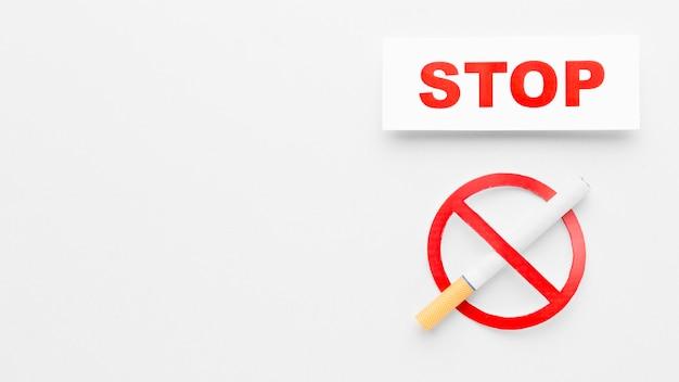 Cópia-espaço parar de fumar