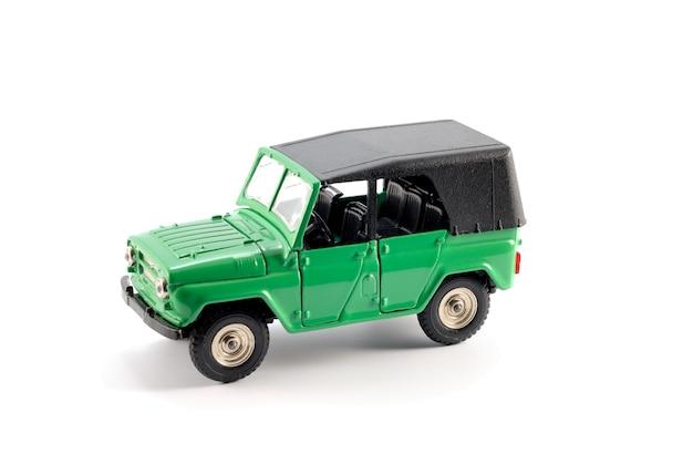 Cópia reduzida do carro todo terreno (off-road) está disponível em meados do século passado