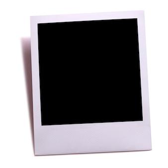 Cópia vazia da foto da câmera instantânea isolada no branco com sombra.