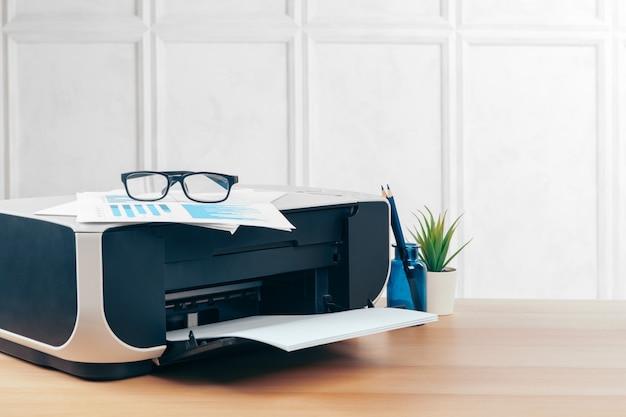 Copiadora ou impressora em um interior moderno escritório fechar