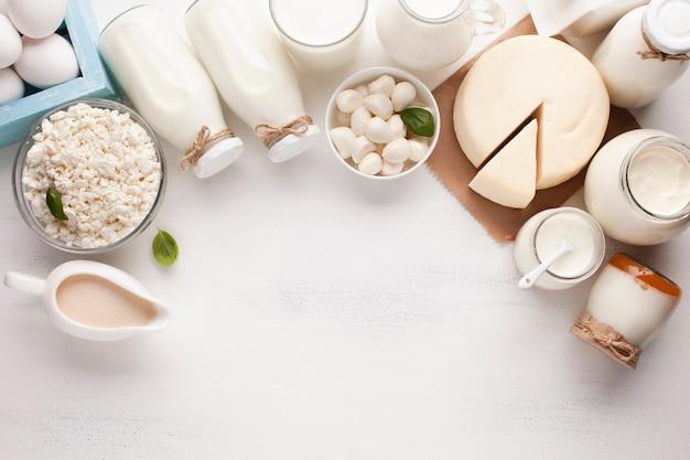 Copie espaço e produtos lácteos