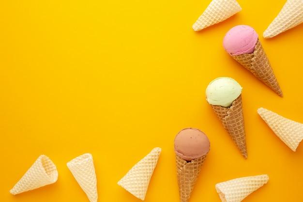 Copie-espaço sorvete no cone