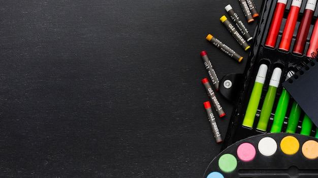 Copie lápis e marcadores de espaço