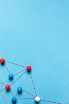 Copie o espaço azul plano de fundo pino mapa
