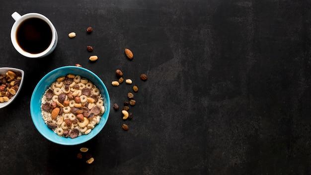 Copie o espaço de café e cereais