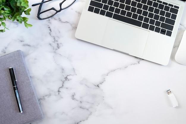 Copie o espaço do desktop de trabalho de negócios.