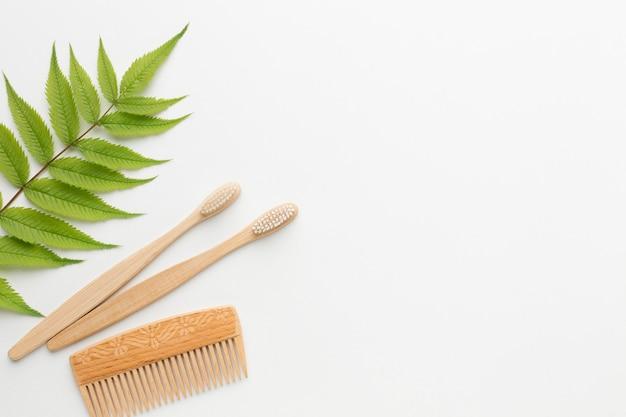 Copie o espaço escova de dente e pente