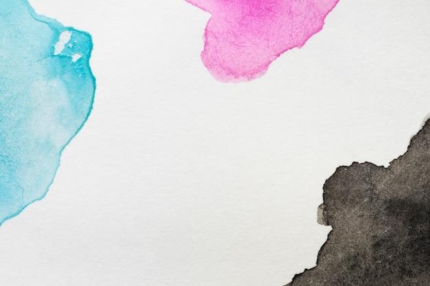 Copie o espaço manchas pintadas à mão na superfície branca