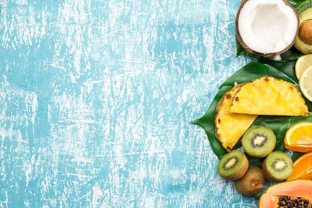Copie o fundo do espaço com frutas exóticas