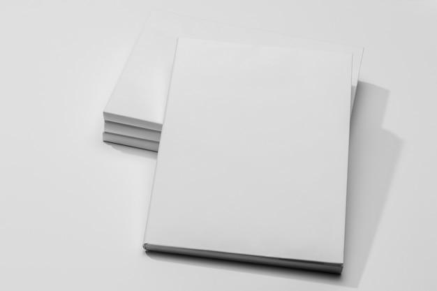 Copie o livro de documentos do espaço com sombras