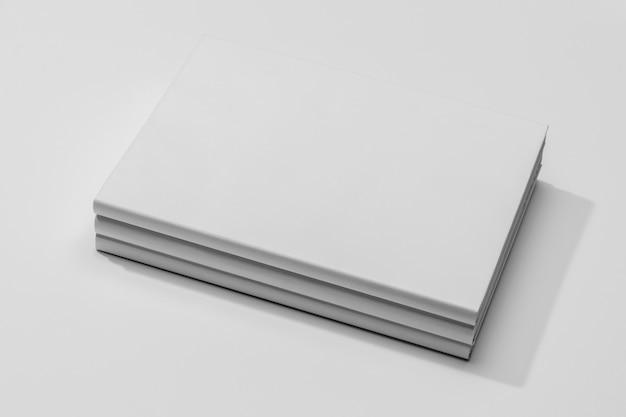 Copie o livro de documentos do espaço em uma pilha