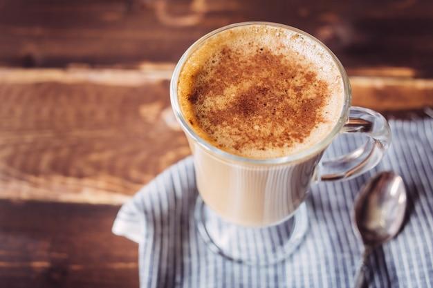 Copo da manhã de fundo cappuccino, cópia espaço