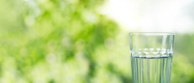 Copo de água potável