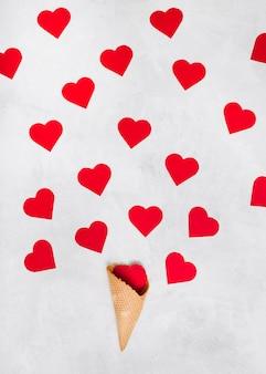 Copo de bolacha com conjunto de corações de ornamento