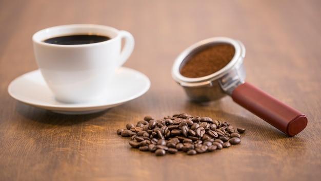 Copo de café e feijão
