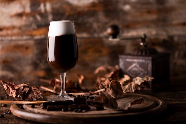 Copo de café irlandês em uma mesa. clse up