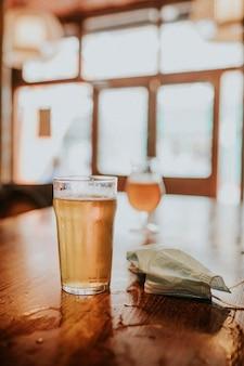 Copo de cerveja britânica, imagem estética de pub