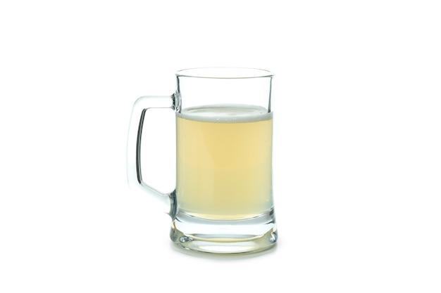 Copo de cerveja de gengibre isolado no branco