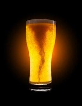 Copo de cerveja dourada