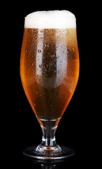 Copo de cerveja preto Foto Premium