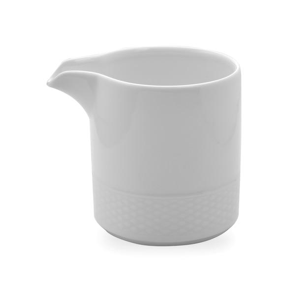 Copo de chá branco em fundo branco
