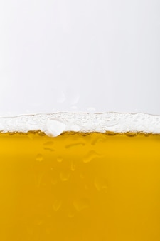 Copo de close-up com cerveja