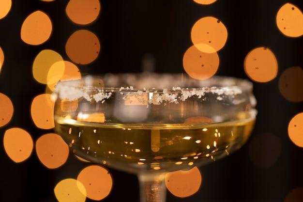 Copo de close-up com champanhe