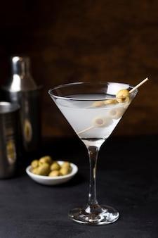 Copo de cocktail refrescante pronto para ser servido