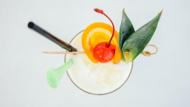 Copo de cocktails beber gelo