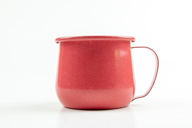 Copo de lata vermelha.