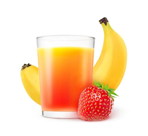 Copo de morangos e coquetel de banana e frutas frescas isoladas no fundo branco