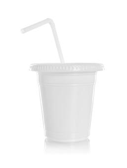 Copo de papel branco com palha