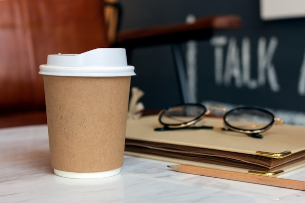 Copo de papel de café quente