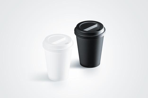 Copo de papel descartável preto e branco em branco com tampa de plástico isolado