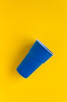 Copo de plástico azul escuro