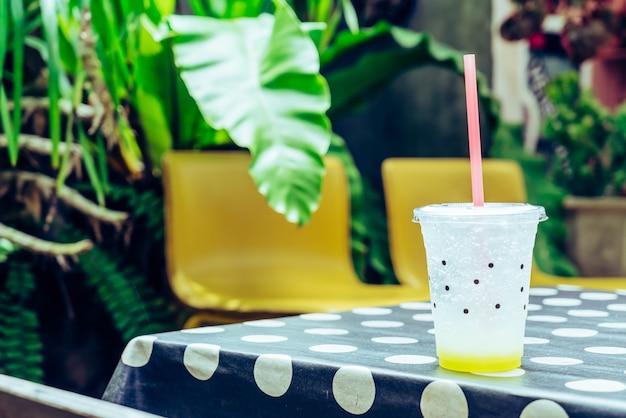 Copo de refrigerante de limão