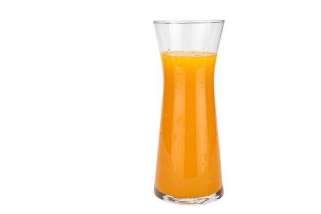 Copo de suco de laranja fresco bebida de frutas sobre branco