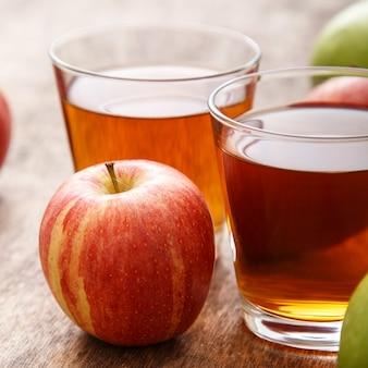 Copo de suco de maçã